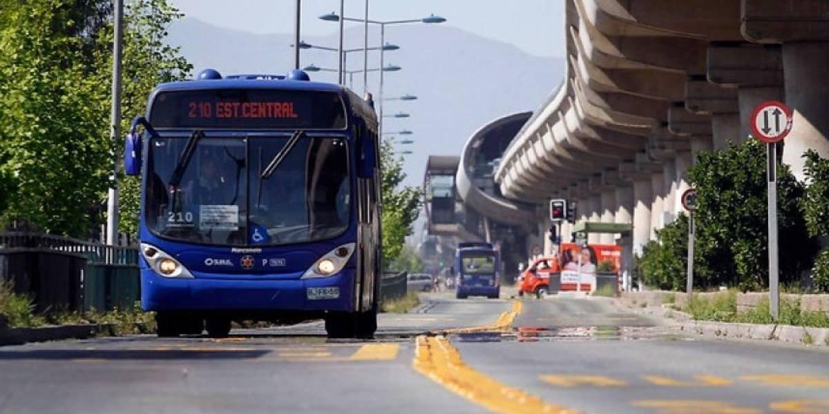 Llegó el momento: santiaguinos esperan ansiosos el fin de semana por convocatoria a carrete masivo a bordo de la mítica 210