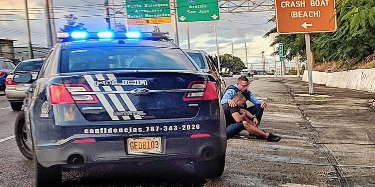 Agente relata momento de consuelo a conductor en Aguadilla