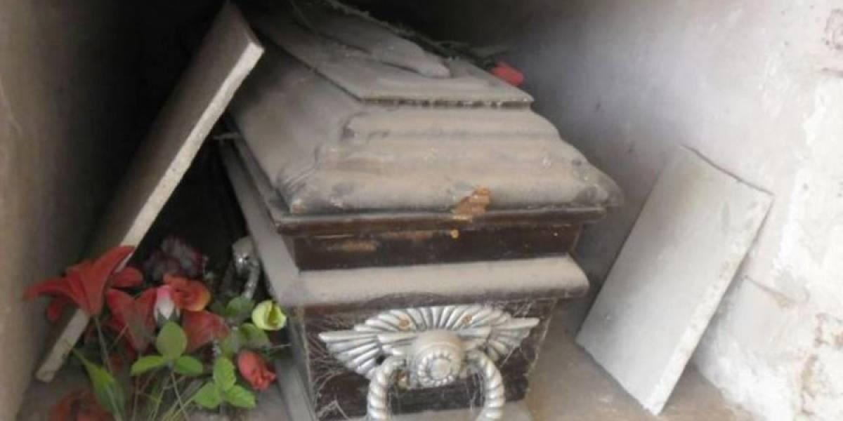 Hombre es capturado cuando profanaba la tumba de su madre