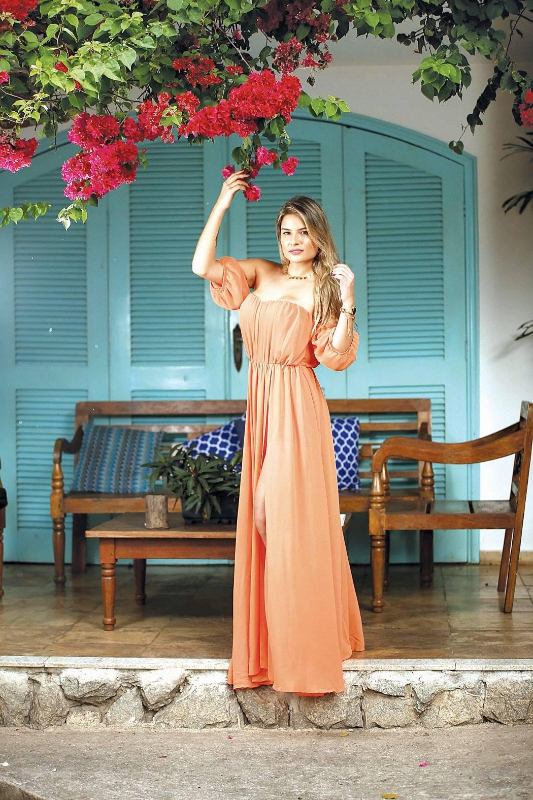 Juliane Neves em photo shoot temático para a temporada das cores quentes Leo Gurgel