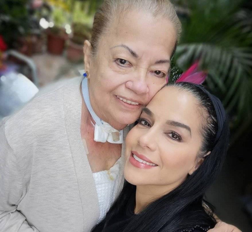 Fernanda Pazmiño y su madre