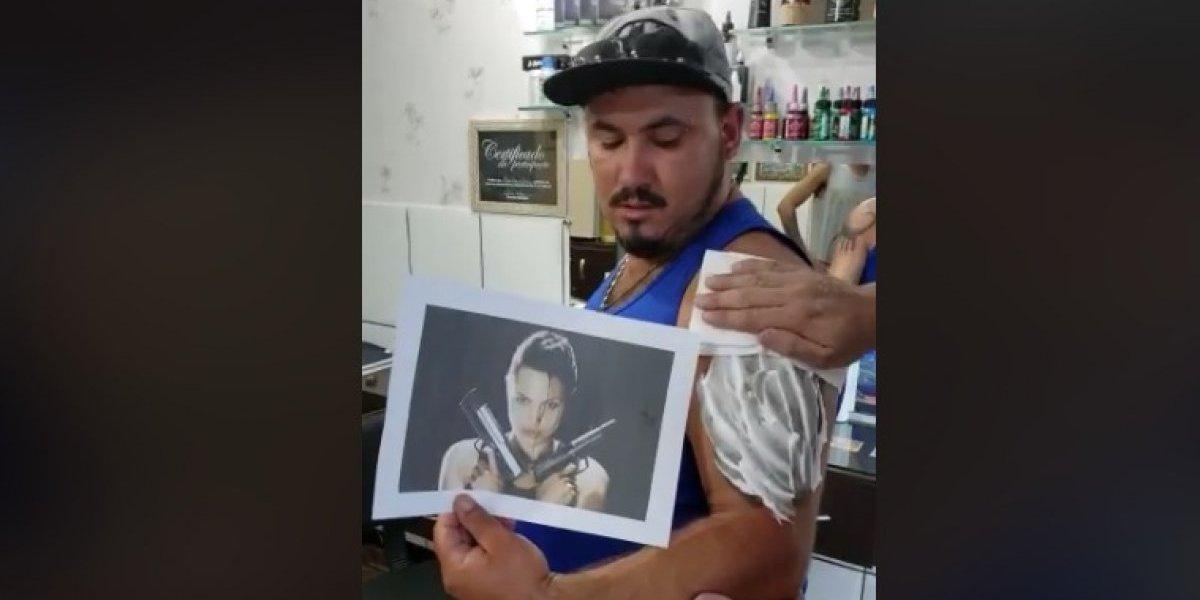 """""""Está igualita"""": la impagable reacción de joven que se tatuó a Angelina Jolie y observar el nefasto resultado"""