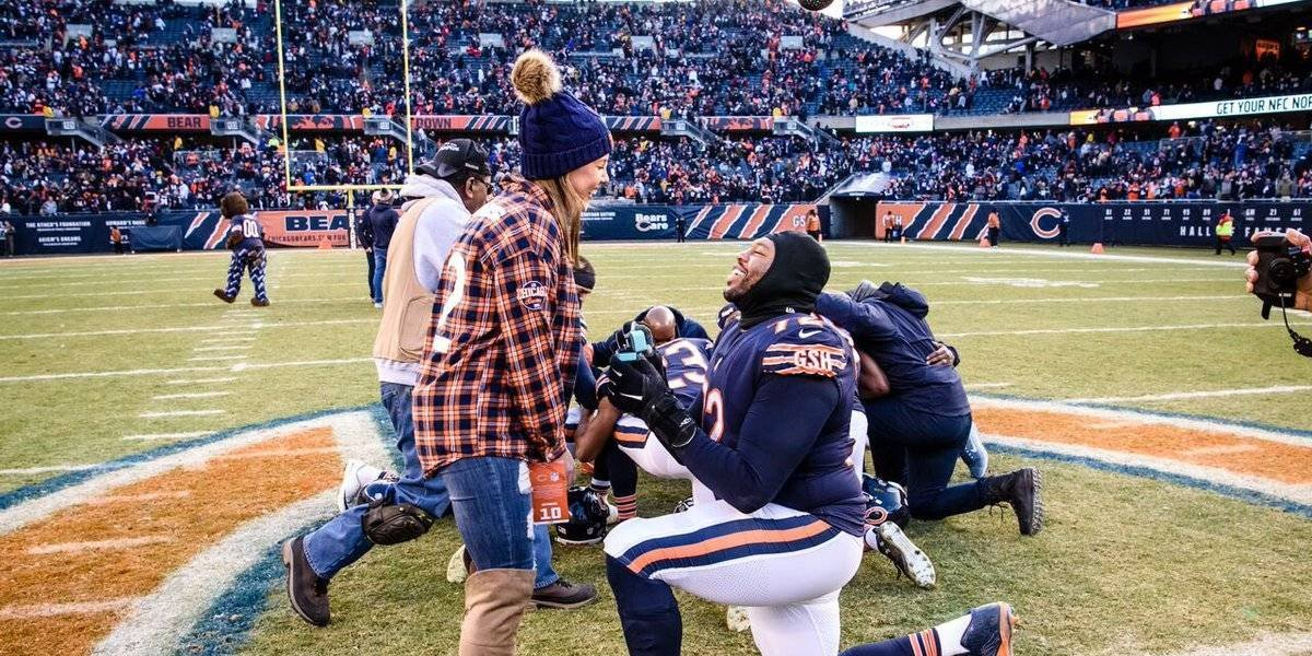 VIDEO: Jugador de Chicago Bears propuso matrimonio en plena cancha