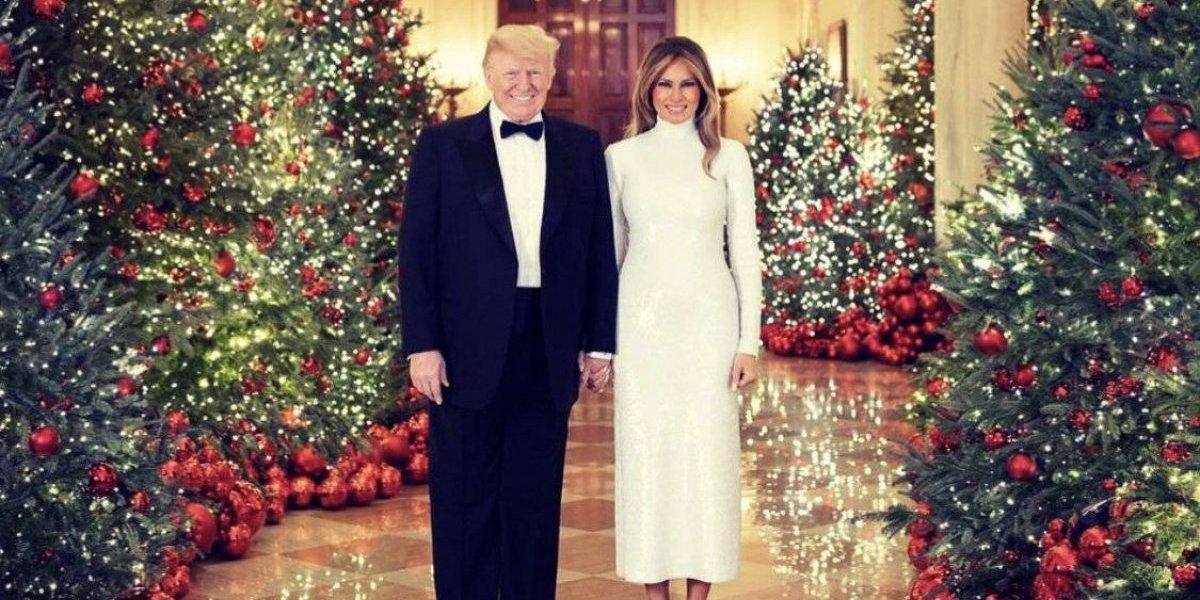 Develan foto oficial de Trump y Melania en Casa Blanca esta Navidad