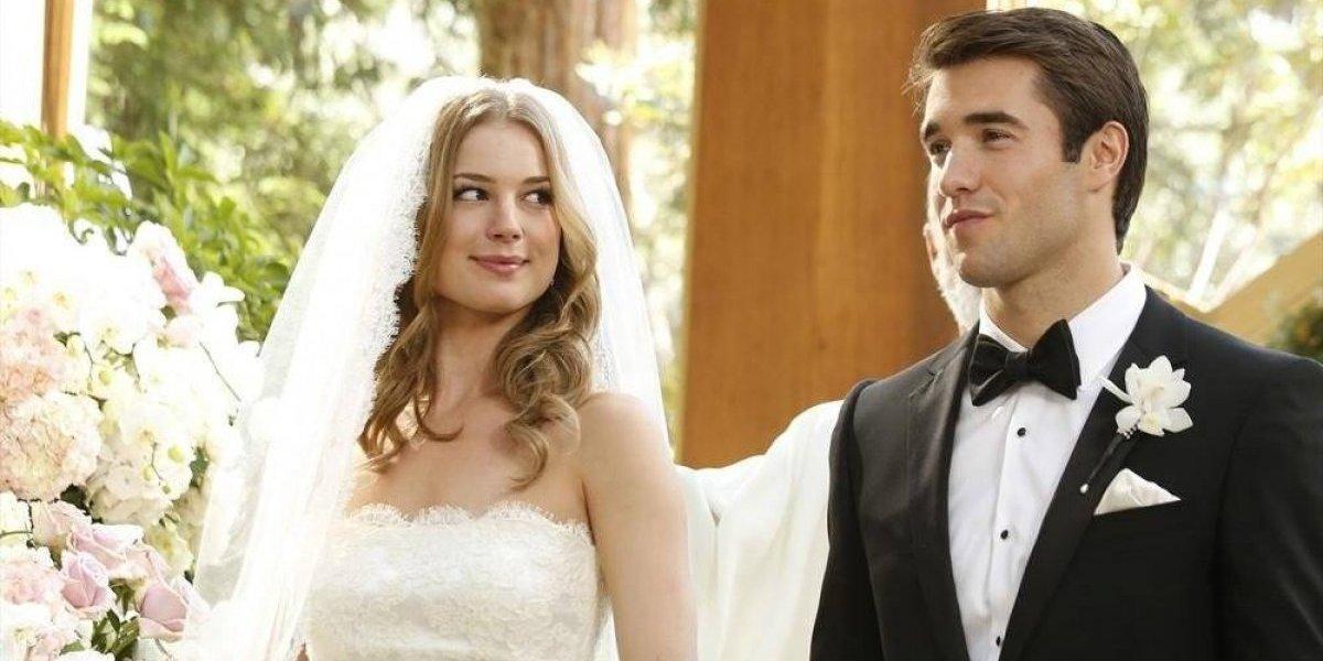 Protagonistas de 'Revenge' acabam de se casar também na vida real; confira fotos