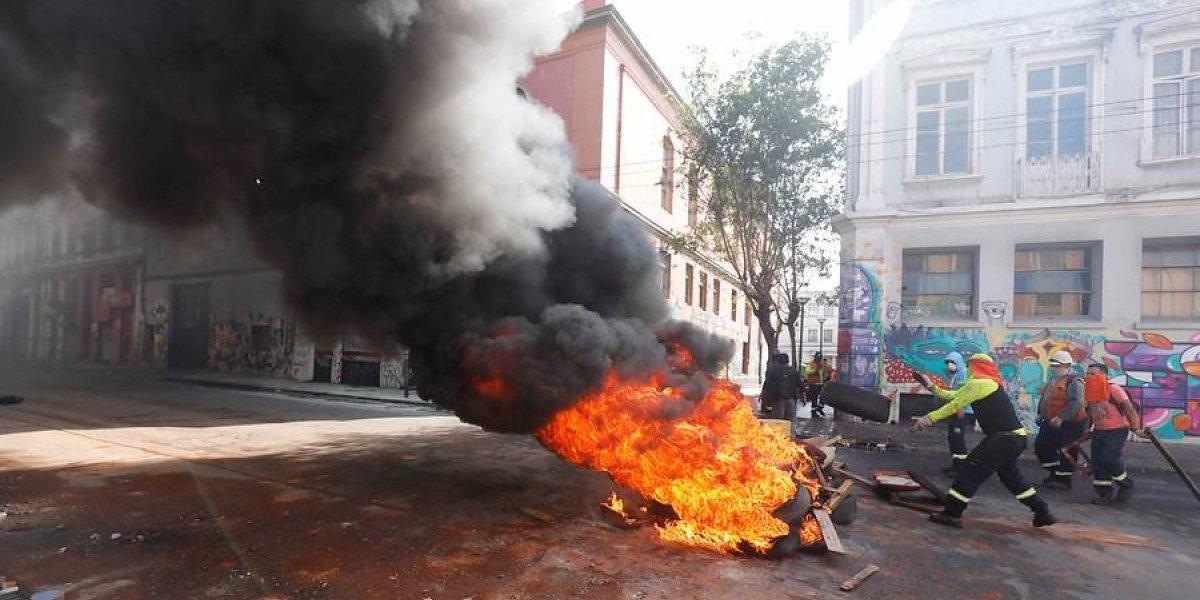 "Gobierno cita a portuarios de Valparaíso a reunión en medio de paro ""de respaldo"" en Biobío"