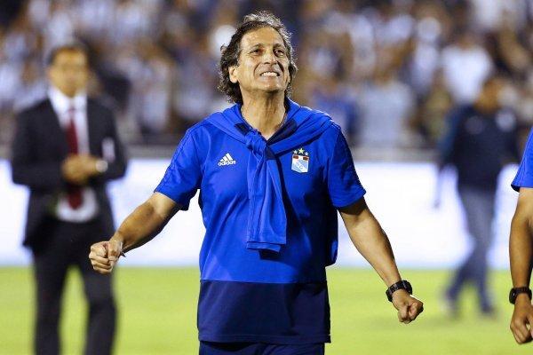 El técnico está sonriendo con su llegada a Chile / imagen: Photosport