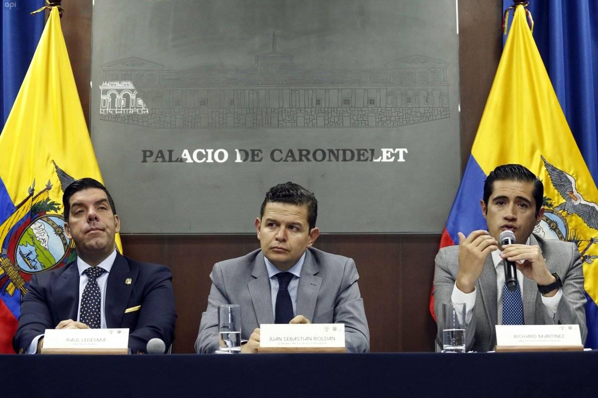 Rueda de prensa sobre medidas económicas, por parte del Ministro de Trabajo Raúl Ledesma, Secretario Particular de la Presidencia Juan Sebastián Roldán y el Ministro de Economía Richard Martínez. API