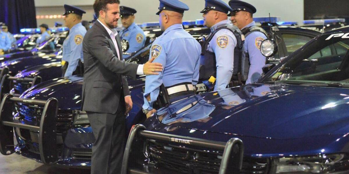 Rosselló entrega 50 Dodge Charger's a la Policía