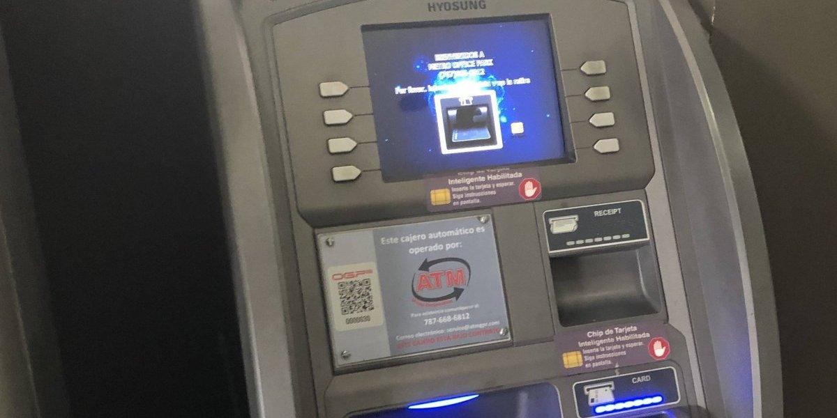 Impactan con un auto entrada de gasolinera para robar cajero automático