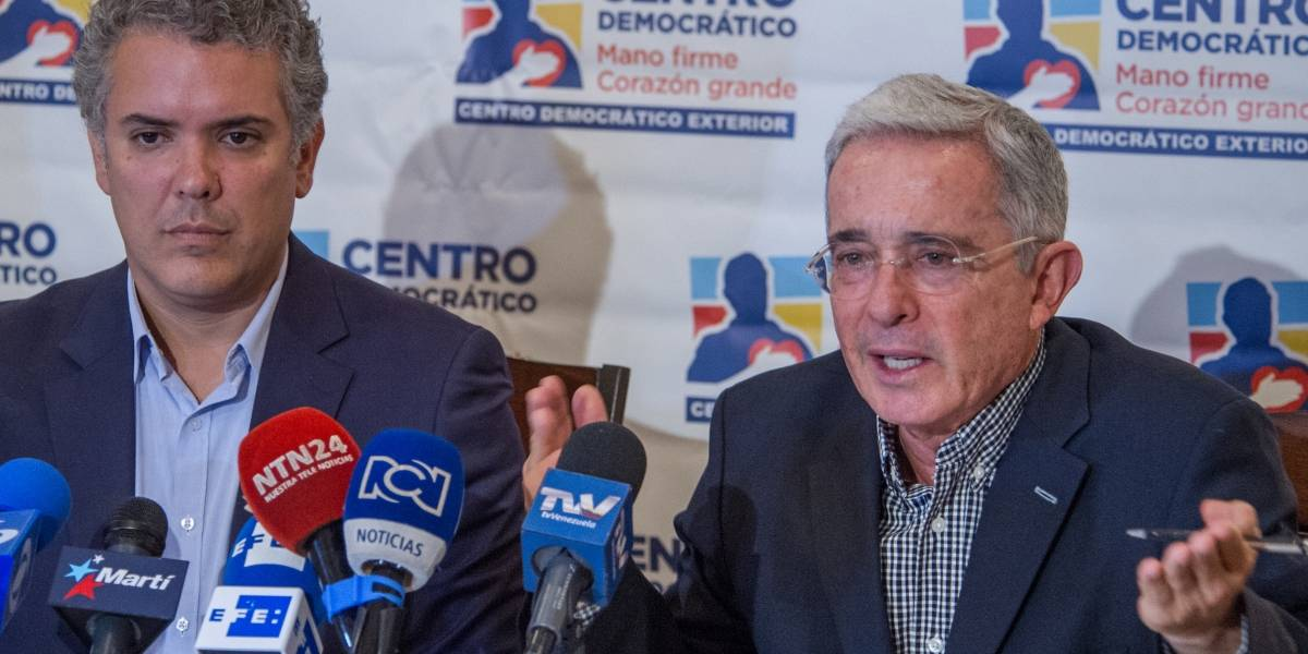 Duque le estaría abriendo la puerta a una posible reelección de Uribe