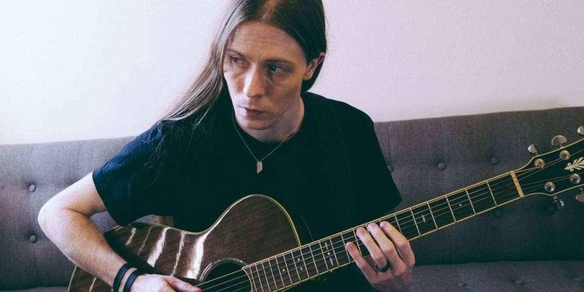 La fascinante historia del rockero que fingió ser una estrella y logró engañar a expertos de la industria de la música