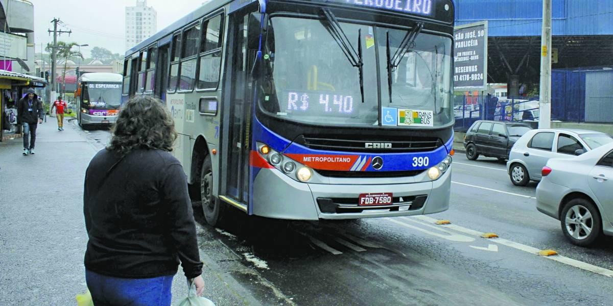 Ônibus intermunicipais do ABC tomam uma multa por hora