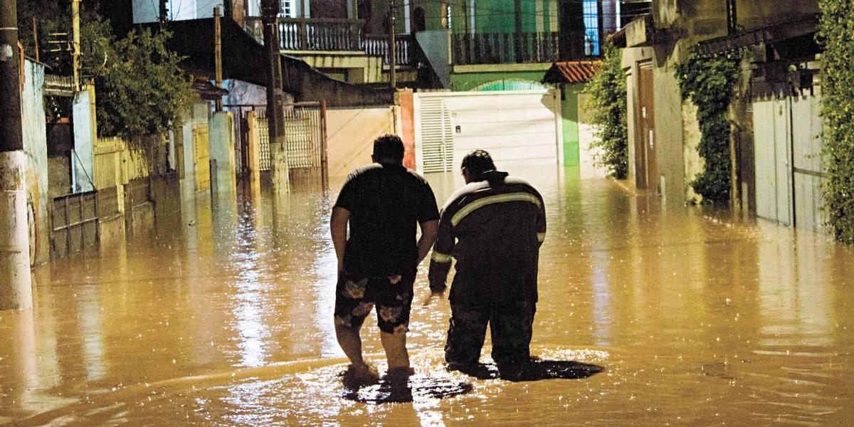 Homem morre afogado em inundação em Perus