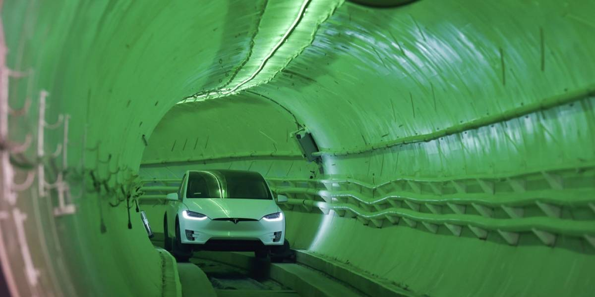 Elon Musk revoluciona al mundo al presentar su túnel subterráneo anti taco: se puede manejar a 240 kilómetros por hora