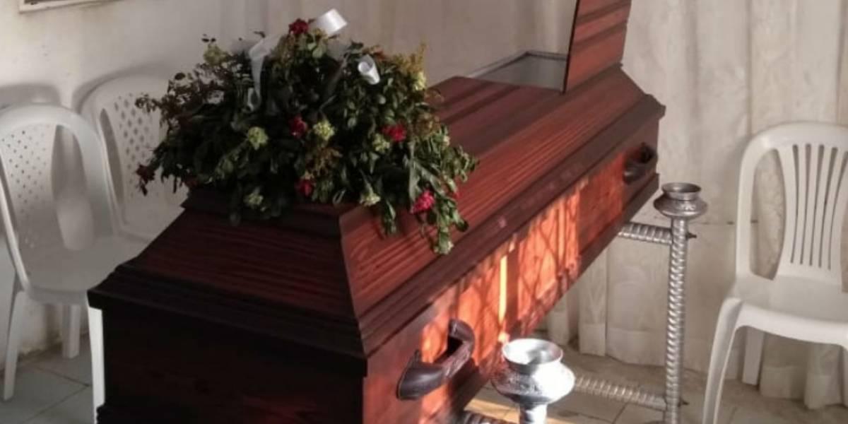 Buscan a cerca de 100 personas que asistieron a sepelio de hombre que falleció por COVID-19