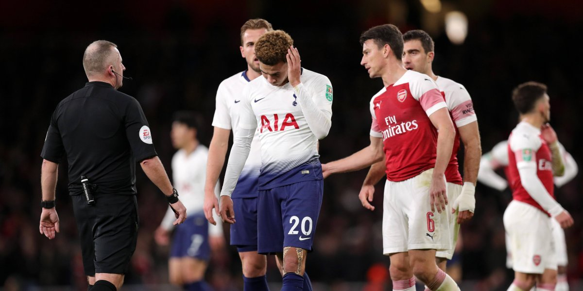 VIDEO: Jugador del Tottenham recibe botellazo tras marcar un gol ante el Arsenal