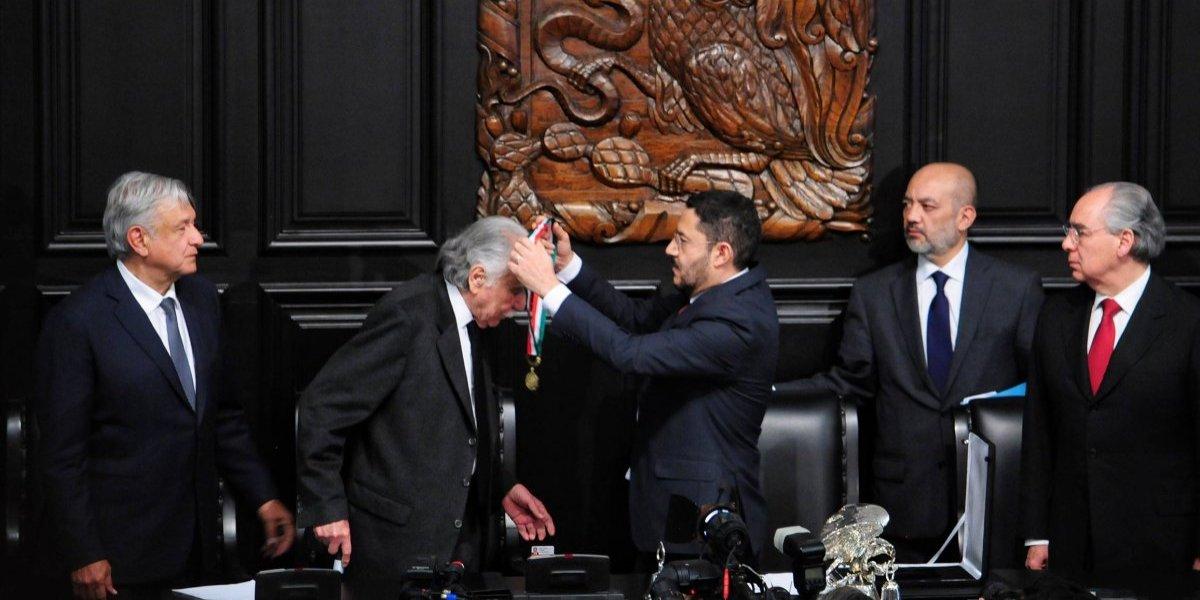 Carlos Payán dedica Medalla Belisario Domínguez a periodistas muertos