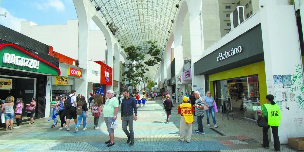 Comércio de rua perde clientes; confira funcionamento de shoppings do ABC para o Natal