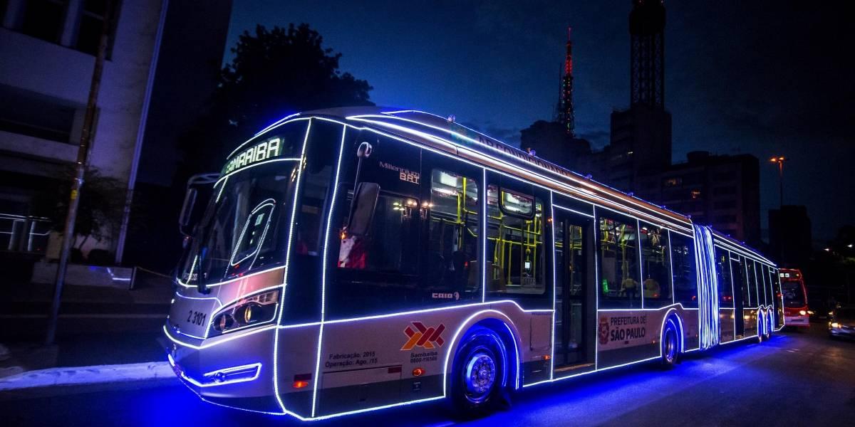 São Paulo recebe os tradicionais ônibus iluminados de Natal