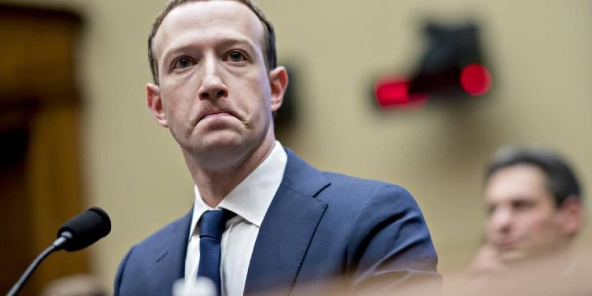 Facebook recibe demanda por traficar con mensajes privados