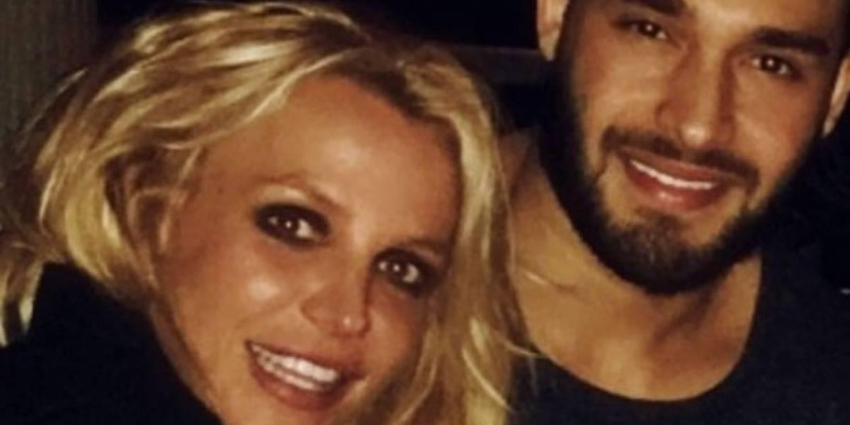 El novio de Britney Spears fue grosero con Christina Aguilera por Instagram sin motivo alguno