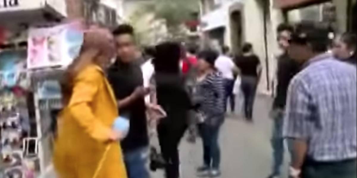 Honduras: A reportera le roban el celular en pleno en vivo y esta fue su insólita reacción