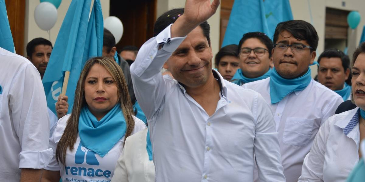 Jefferson Pérez inscribió su candidatura para la Alcaldía de Cuenca