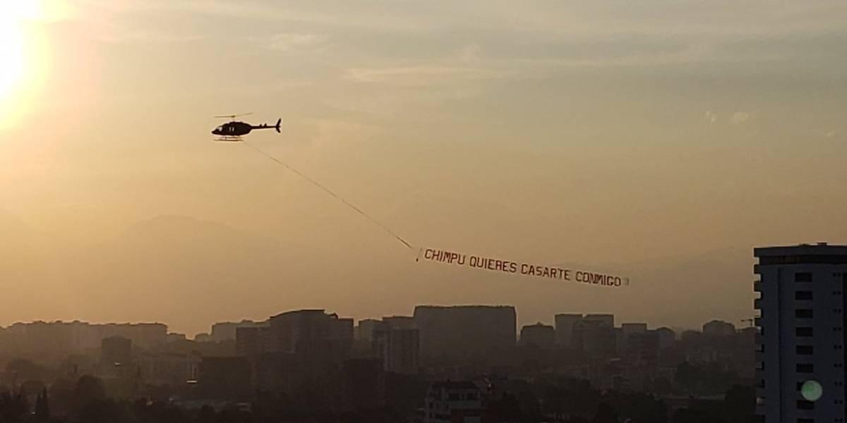 """VIDEO. Desde el aire, así le pidieron matrimonio a la """"Chimpu"""""""