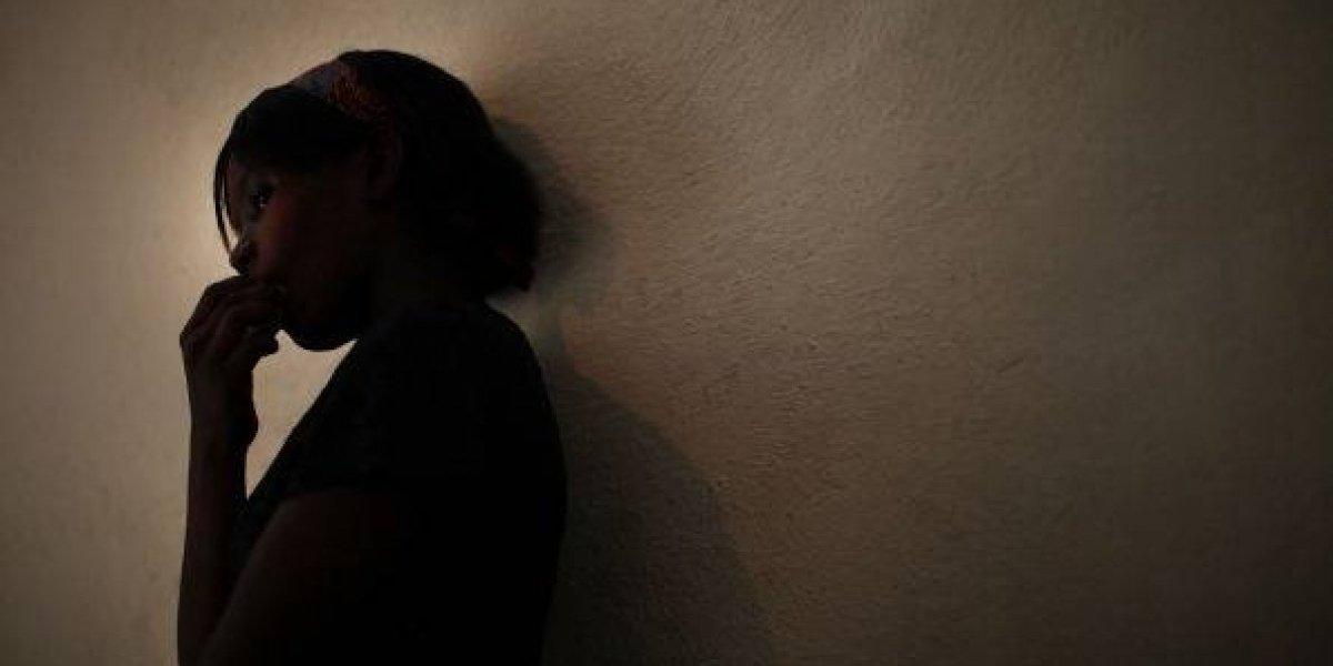 """Mamá de niña de 15 años violada por 10 hombres en su cumpleaños: """"La madre del chico es cómplice, son una basura"""""""