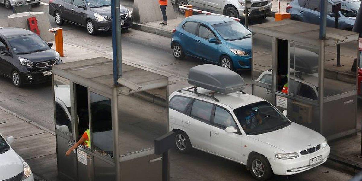 """Gobierno estima que 553 mil vehículos saldrán de Santiago en Año Nuevo: habrá """"peaje a Luca"""" y plan 3x1"""