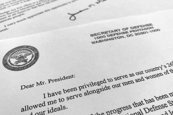 Fotografía de parte de la carta de renuncia que el el secretario de Defensa de Estados Unidos, Jim Mattis, presentó al presidente Donald Trump en Washington, el jueves 20 de diciembre de 2018.