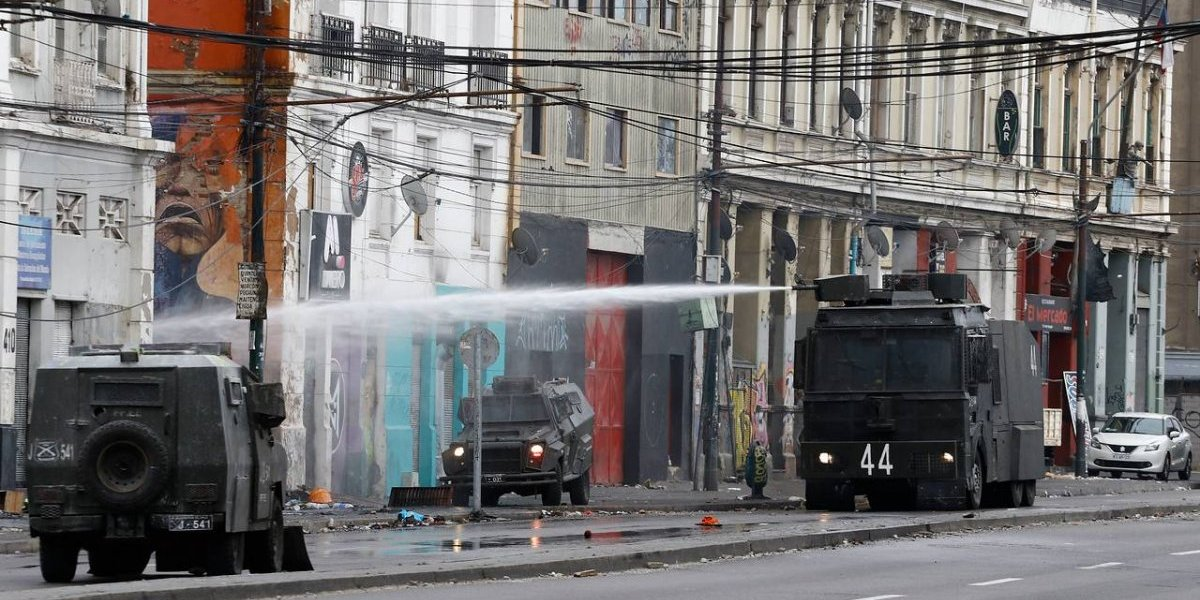 Alcalde de Valparaíso anuncia apoyo a comerciantes afectados por paro portuario y envía duro mensaje a TPS