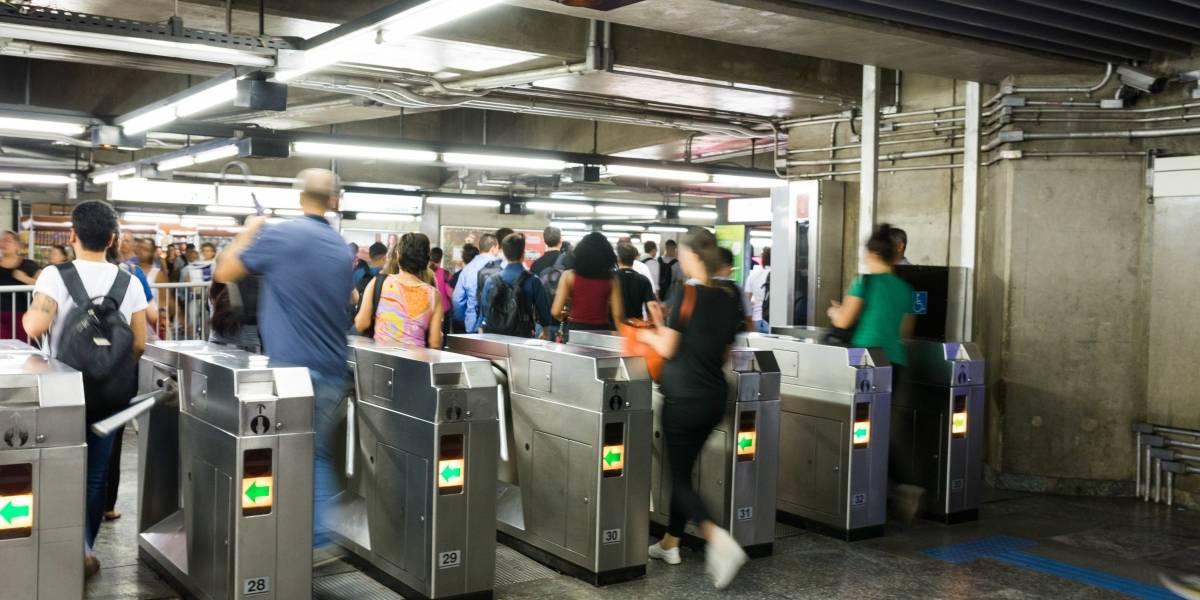 Metrô e trem rodam na madrugada na virada do ano em São Paulo