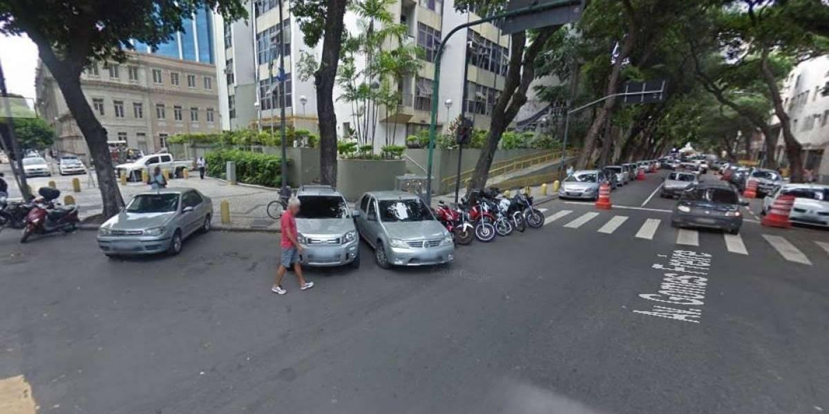 Tiroteio dentro de delegacia no Rio deixa idoso morto e três feridos