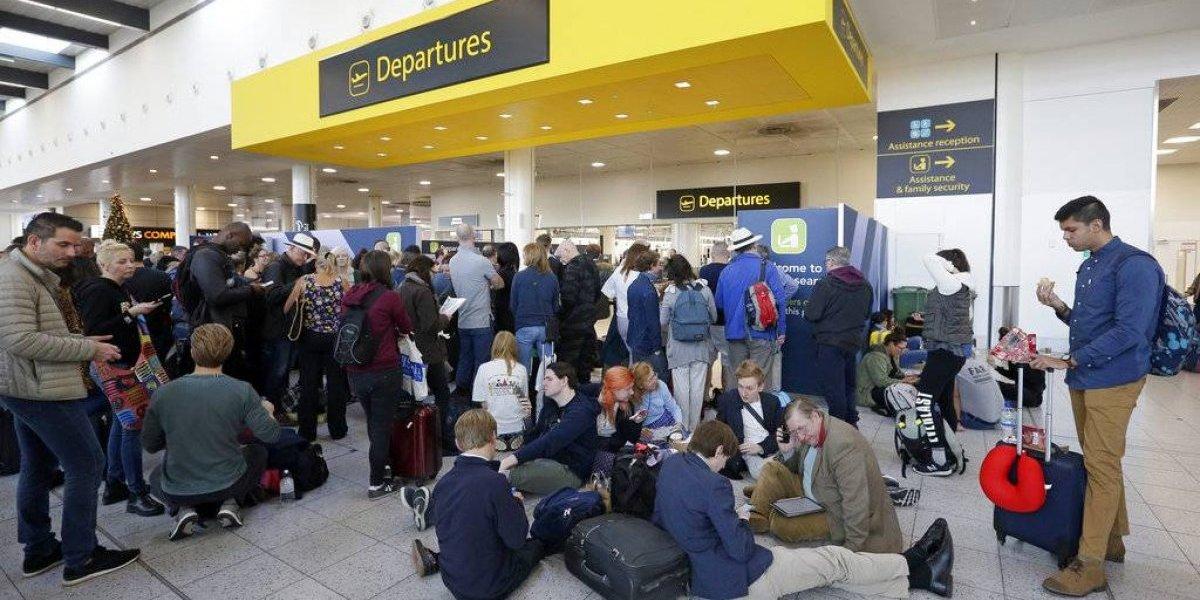 Aeropuerto de Londres reanuda vuelos tras cierre por drones
