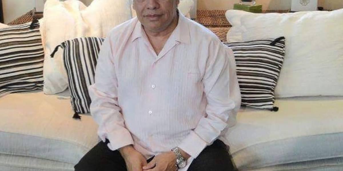 Hijo de Juan Gabriel publica foto con el cantante y las redes estallan