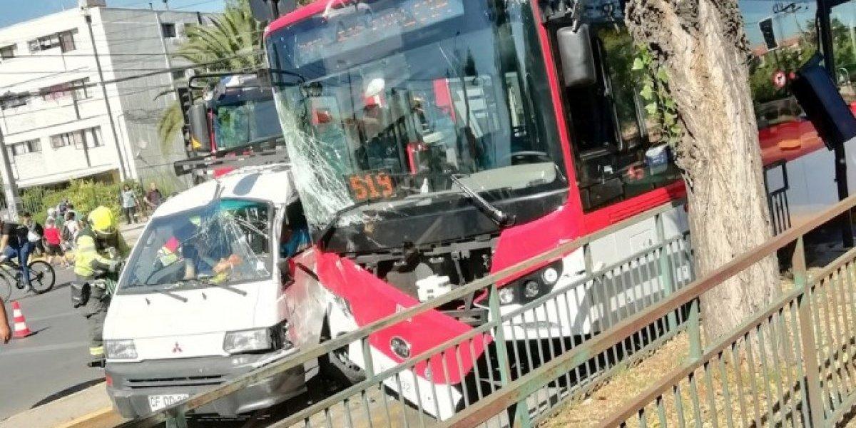 A una semana de estar en la calle: Así quedó el primer bus eléctrico del Transantiago en sufrir un accidente