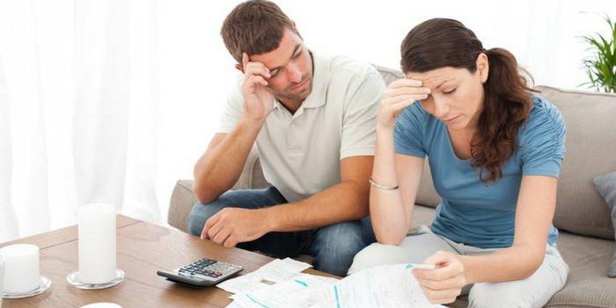 Mujeres están renegociando más sus deudas que los hombres