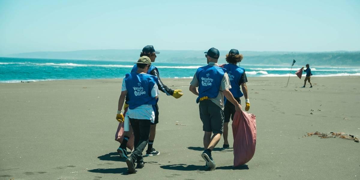 """""""Protejamos nuestras playas para seguir disfrutándolas"""": buscan voluntarios para recoger basura en las costas chilenas"""