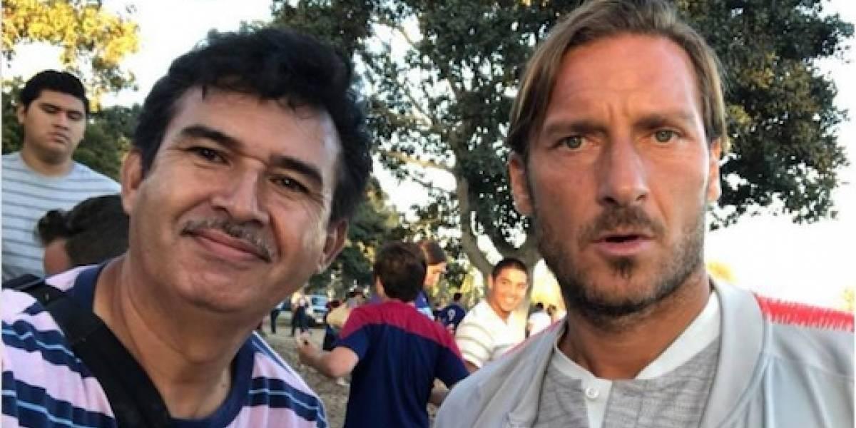 FOTOS: Conoce al mexicano 'cazautógrafos' del futbol