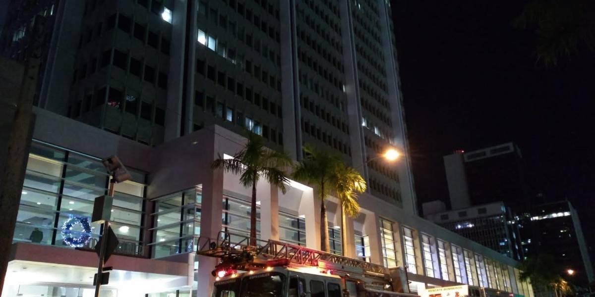 Rescatan a once personas atrapadas en elevador de Popular Center en Hato Rey