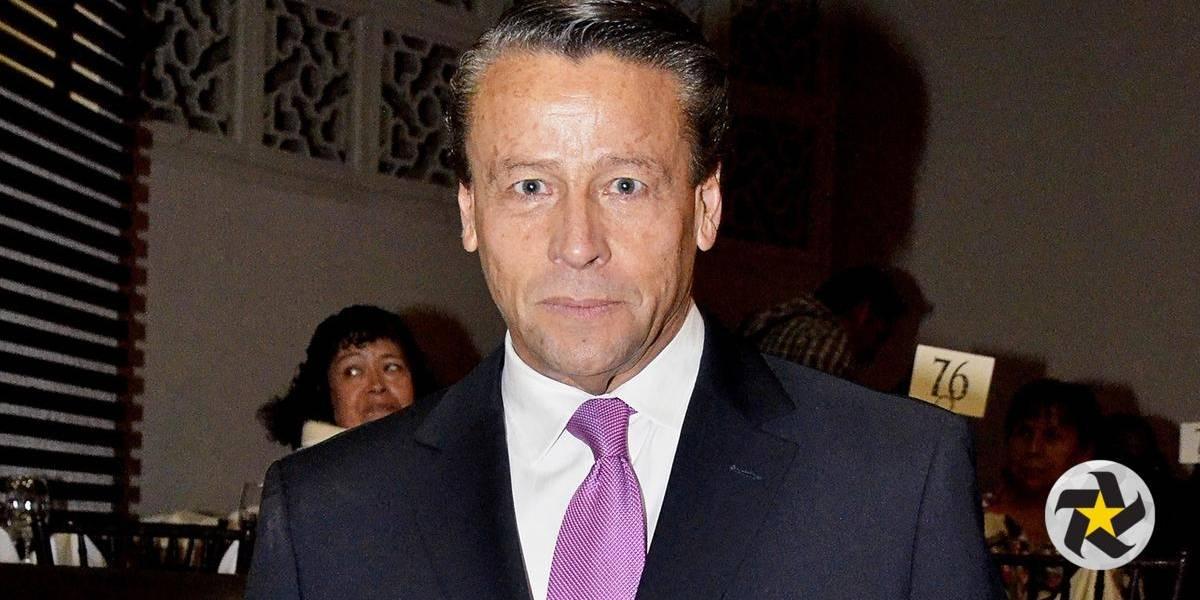 Alfredo Adame difunde foto de su miembro para evitar extorsión