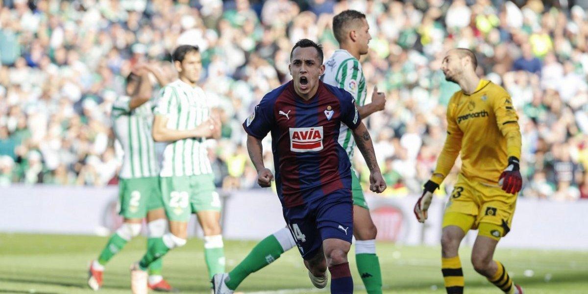 Fabián Orellana anotó de penal en el trabajado empate de Eibar ante Betis