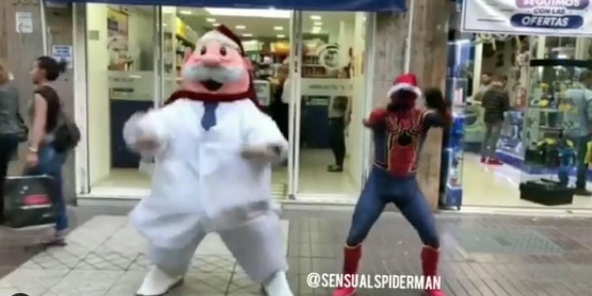 """¿Mejor que ver """"Mi pobre angelito"""" en Navidad?: así fue el desafío bailable entre Dr Simi y el Sensual Spiderman que se volvió viral"""