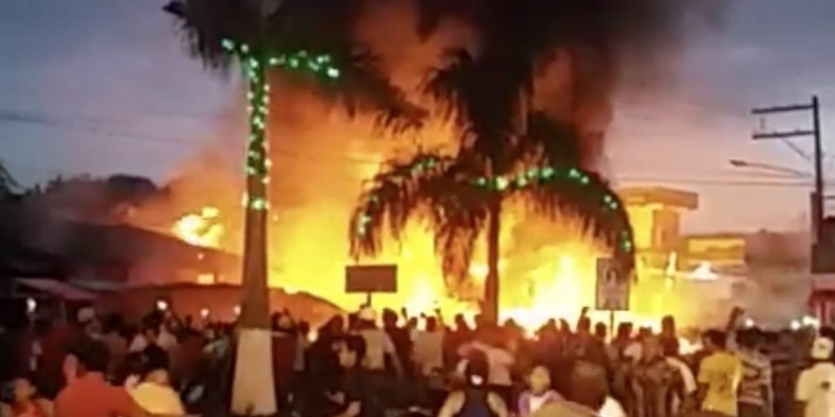 Se incendian locales en mercado en Santo Tomás de Castilla