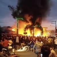 El estallido en una cohetería provocó un incendio en el mercado en Santo Tomás de Castilla, en Izabal