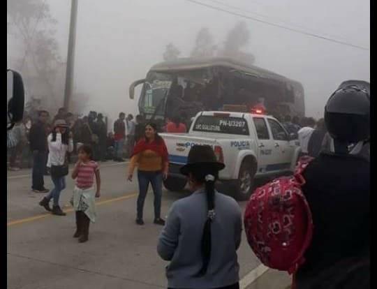 Siete fallecidos tras accidente de tránsito en Suscal, Cañar Twitter