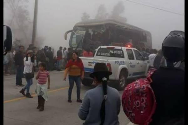 Siete fallecidos tras accidente de tránsito en Suscal, Cañar