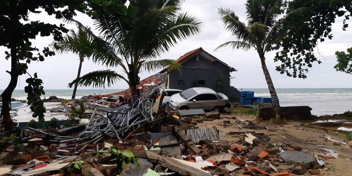 Tsunami na Indonésia deixa pelo menos 200 mortos e 800 feridos